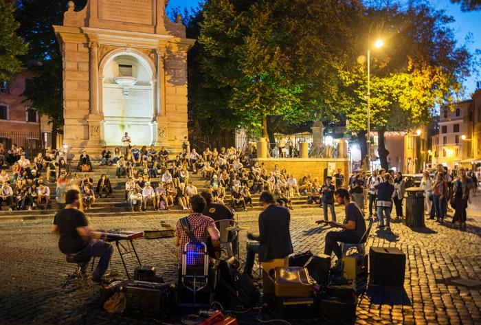Piazza Trilussa in Romes neighbourhood Trastevere at night